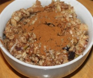 Oats, chia, flax, bran, coconut, banana, raisins, chocolate chips and cinnamon